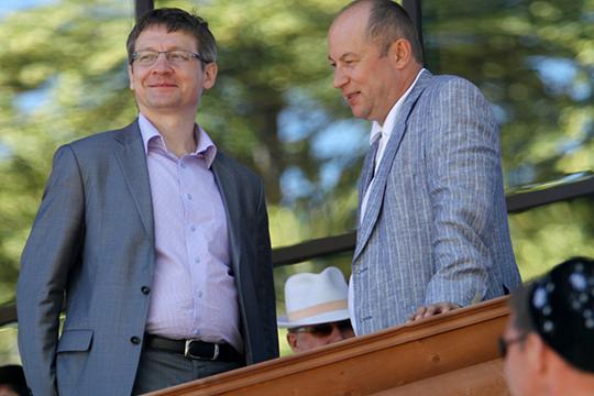 Тектонический надлом в карьере Шабаева произошел в 2012 году. Когда свой пост покинул министр внутренних дел Татарстана Асгат Сафаров, Фаяз Баянович входил в шорт-лист кандидатов. Но в Москве неожиданно выбрали Артема Хохорина
