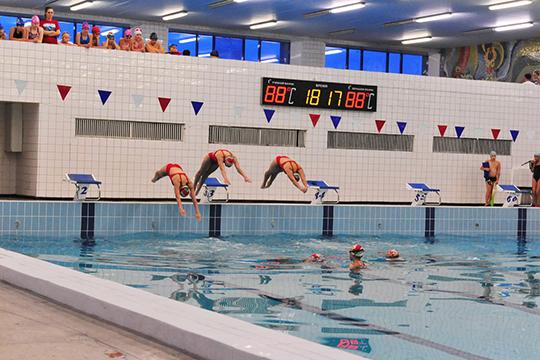 В«Дельфин» могут прийти ивзрослые, идети, нодо14 лет посещение бассейнов разрешено только сродителями