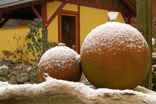 «Довести до совершенства картину зимнего сада поможет оставленная на зиму садовая мебель, скульптура и аксессуары»