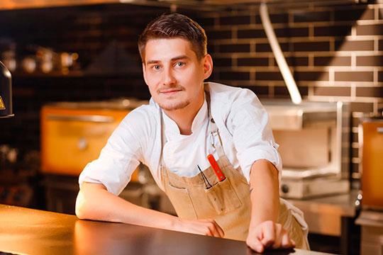 Айдар Абдуллин, SEBBIE Kitchen & bar: «Оливье — символ новогоднего стола. С камчатским крабом и красной икрой — это вовсе не оливье, скажете вы. А вот и нет!»