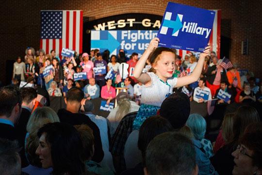 «Клинтон— она «ихняя», банкирская, анеамериканская. Клинтон просто тупо печаталабы деньги для банкиров иподнималабы ставку, ачто вСША— хоть трава нерасти»