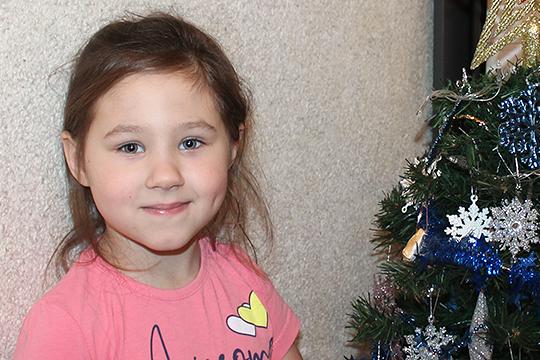У пятилетней Софьи Сосуновой из Казани акушерский паралич левой руки