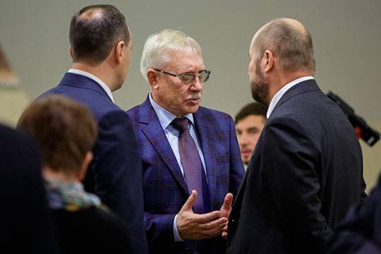 C 1993 года по май 2012 года Олег Морозов был депутатом Думы. С сентября 2005 года по декабрь 2011 года — первым заместителем председателя Думы
