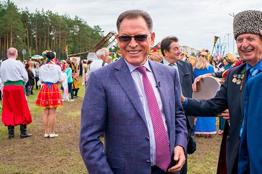 Бывший мэр Набережных Челнов, фактически с 1990 по 1999 год, Рафгат Алтынбаев в Москву на повышение отправился, можно сказать, в добровольно-принудительном порядке