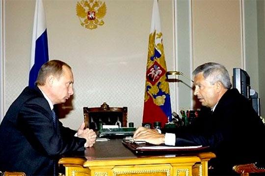 Одним из первых в постсоветский период достиг высоких федеральных постов Фарит Газизуллин