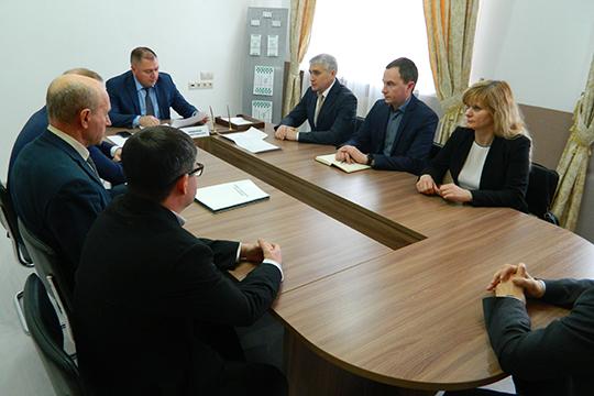 Сегодня в Менделеевске состоялся инвестиционный совет, накотором ВалерийЧершинцевподписал соглашенияспотенциальными резидентами ТОСЭР