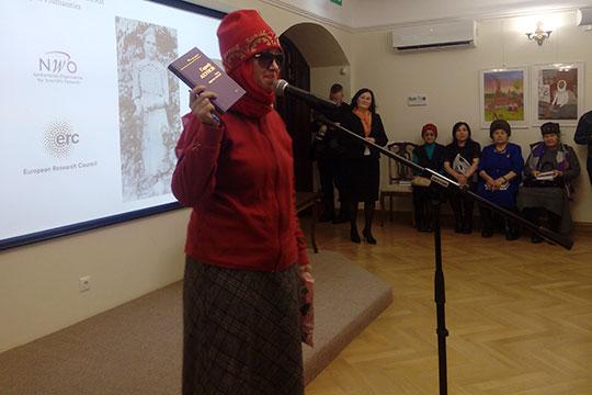 В литературном музее Тукая выступила дочь Ахунова-Максудовой Наиля Ахунова. Она рассказала о дочери Зайнап Максудовой Гульнаре Газизовой, с которой была близка знакома
