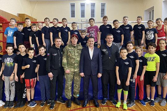 Еще один важнейший проект, который реализован Федерацией бокса Республики Татарстан— образовательный проект «бокс— вшколы», который позволит включить изучение элементов бокса вобразовательной школьной программе