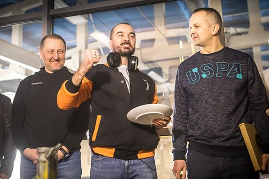 Сезон будет состоять из 8 серий, а снимать спортивную драму доверено режиссеру Степану Коршунову, прежде работавшему над двумя сезонами сериала «Паутина» и другими телешоу