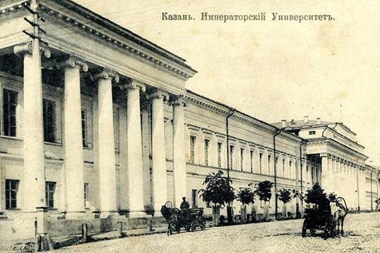 В 1911 году он выдержал экзамен на аттестат зрелости и поступил на юридический факультет Казанского университета, который окончил в 1915 году