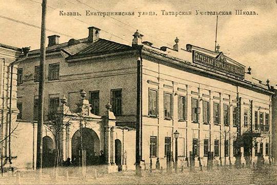 Туктаров в 1904 году он окончил Казанскую татарскую учительскую школу