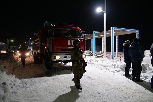 Лагерь спасателей был развернут на пляже «Камское море», напротив которого и потерпел крушение вертолет