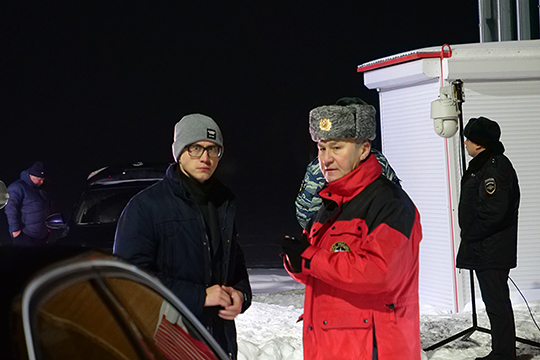 На место катастрофы прибывали сотрудники МЧС, следственного комитета, родственники и друзья Айрата Хайруллина