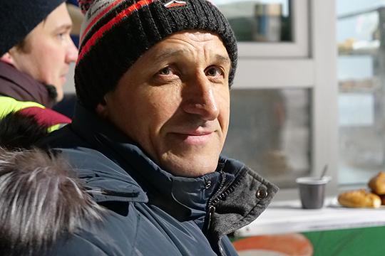Ильдус Зарипов тоже вспомнил погибшего: «Энергичный, активный! В 1992 году я был начальником налоговой инспекции, молодые ребята приехали, открыли у нас компанию…»