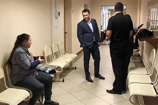 Марат Айзатуллин заявил, что не подписывал никаких документов, по которым фирме Равиля Зиганшина «переплатили» 216 млн за берега Казанки и Кабана – но на всякий случай взял с собой адвоката