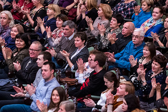 После исполнения симфонии оркестрантов, Сладковского и Рыбникова ждали бурные овации, вдохновленная публика просто не хотела отпускать музыкантов