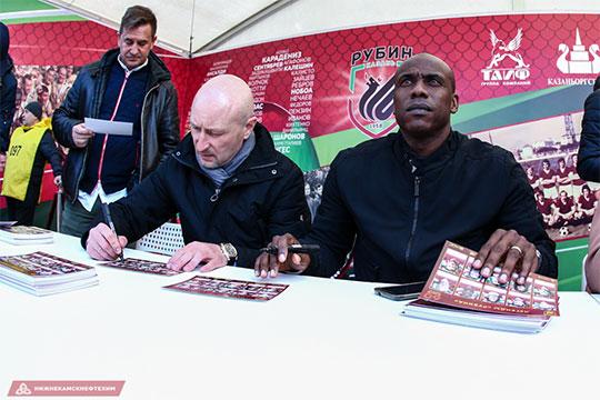 Занесколько месяцев доперехода вмосковский клуб Рианчо (крайний слева) приехал вКазань. «Рубин» собирал экс-легенд к60-летнему юбилею клуба
