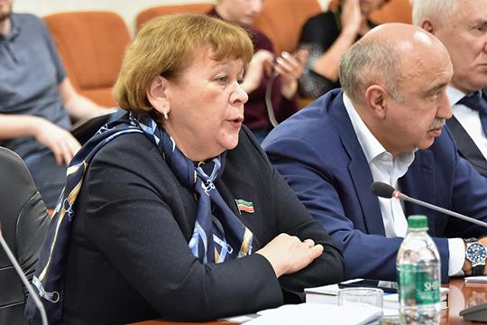 Римма Ратниковарассказала, что уроки потатарскому языку вместе сосвоим ребенком делает спомощью электронного переводчика статарского