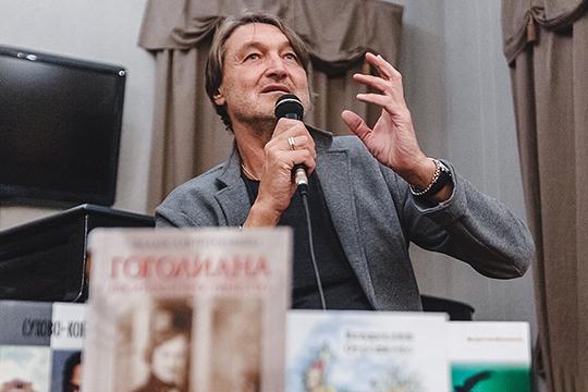 «История романа началась, когда яспасался под сиськами бабки Варвары отпуль Хрущева»