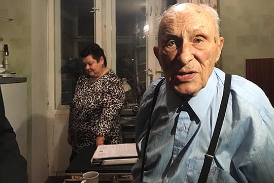 На 10 месте рейтинга «Медиалогии» нелицеприятная история с 91-летним ветераном Юрием Величко, которому управляющая компания не просто отключила свет в квартире, но и натравила на него коллекторов