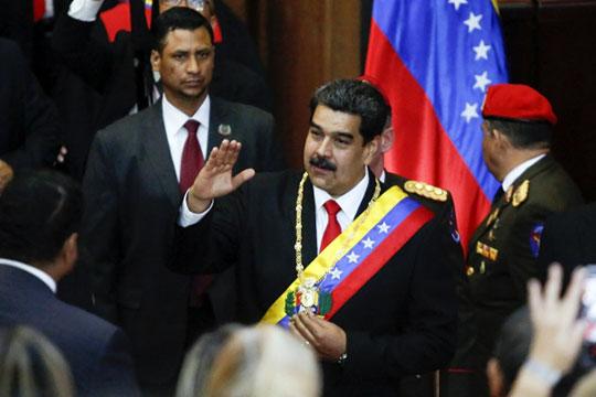 События в Венесуэле разделили мир на тех, кто за выступает на стороне президента страны Николаса Мадуро и тех, кто заявил о поддержке самопровозглашенного временного президента Хуана Гуаидо