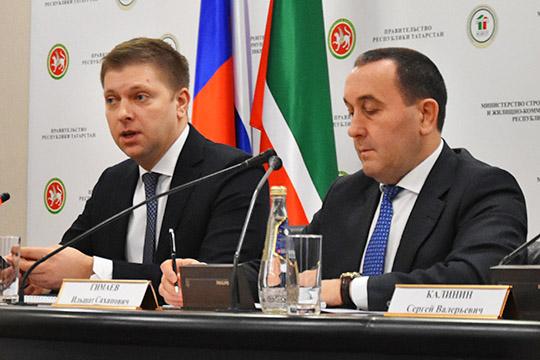 Вице-президент АО«Банк ДОМ.РФ»Владимир Зайцев (слева)напомнил собравшимся отом, чем была вызвана необходимость перехода наэскроу-счета