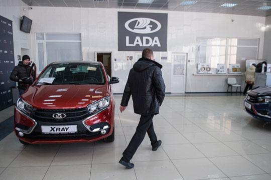 «Россияне опасались, что в 2019 году их возможности для покупки авто могут сократиться из-за роста налоговой нагрузки, введения акцизов, снижения рубля и доходов, западных санкций и т. д.»