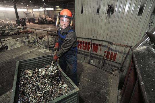 Полный цикл утилизации длится 4дня. Изтонны батареек выходит 288 кгмарганца и240 кгцинка
