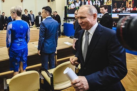 «Я думаю, что прорабатывается сейчас несколько возможных вариантов ухода Путина с поста президента, но вот в какое качество он перейдет, это вопрос»
