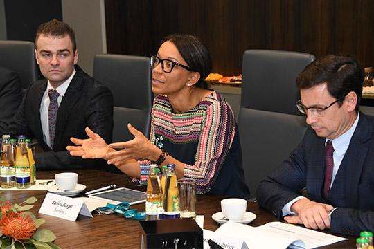 Янина Кугельпоблагодарила руководство республики заподдержку исообщила, чтодля Siemens интересен Татарстан, как один изведущих промышленно развитых регионов России
