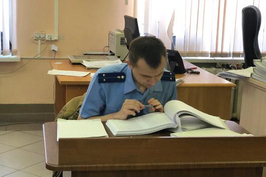 Фабулу уголовного деласовместно сУБЭП собирали следователи МВД, подробно пересказал участникам ипришедшим всуд родственникам подсудимых гособвинительАйрат Ибрагимов