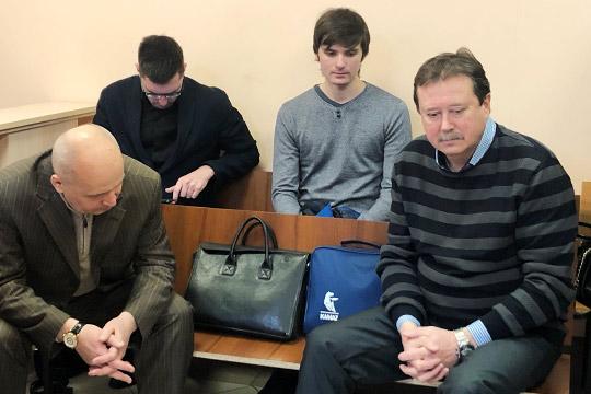 Бывший проректор КАИ, 59-летнийВиктор Гуреев (справа)