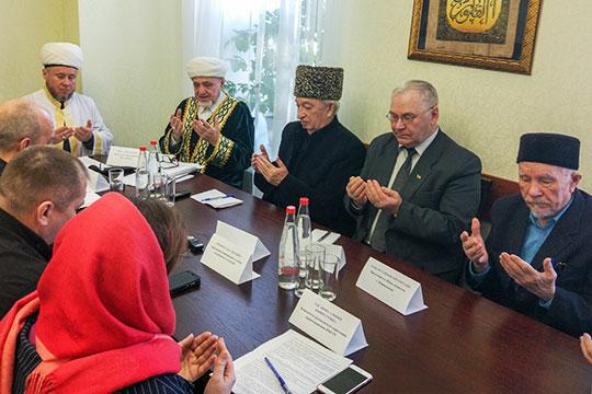 Вскрывать или невскрывать? Мусульмане жалуются наврачей игрозят министром