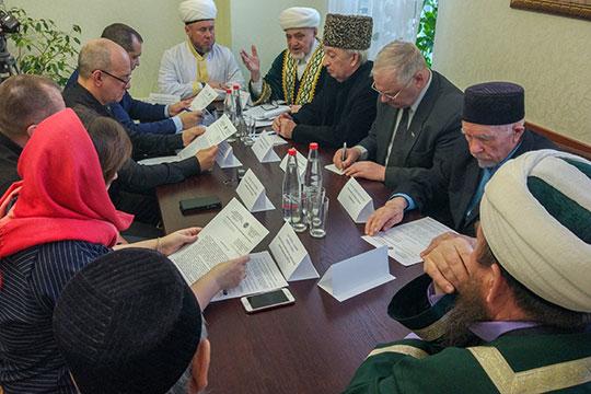 Сегодня в центральной соборной мечети Нижнекамска состоялся круглый стол, посвященный вопросам вскрытия тел умерших мусульман при наличии письменных обращений родственников