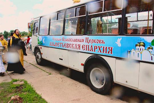 «Не исключаем корыстного мотива»: настоятель автобуса-храма отверг обвинения в педофилии
