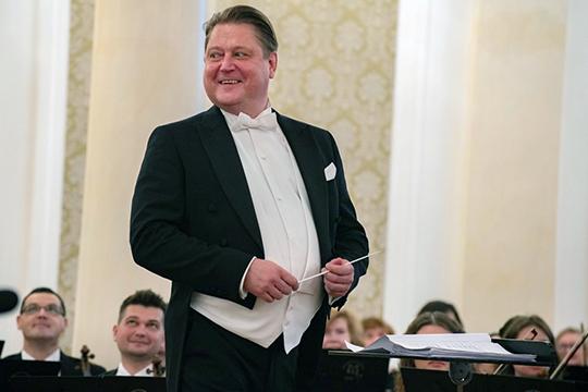 Потом был концерт в Казанской ратуше, который открывала увертюра к «Руслану Людмиле» Глинки в исполнении ГСО РТ и маэстро Александра Сладковского, лучезарно улыбавшегося весь вечер