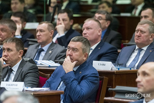 Максимальную критику всвой адрес получил глава Бугульминского районаЛенар Закиров —онполез вбой, пытаясь доказать, что выявленные нарушения— это совсем ненарушения