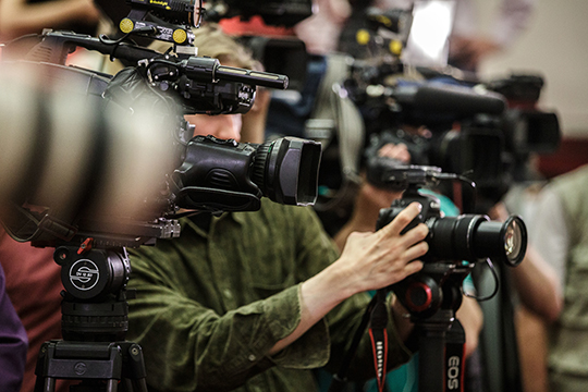 Пословам фотографа Игоря Попова, девушки зачастую сами вызываются поучаствовать всъемках. Руководство компании поощряет ихбонусами