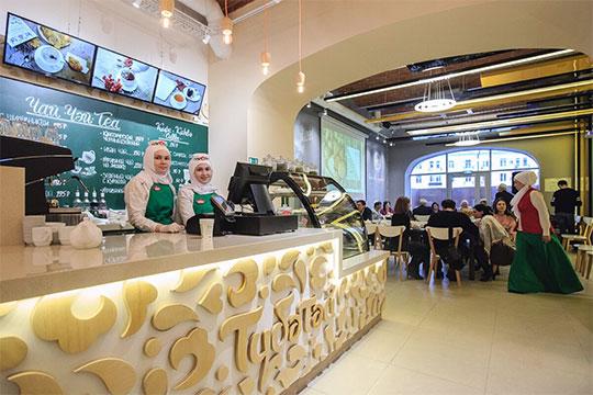 У сети татарского фастфуда «Тюбетей» сегодня работает два ресторана. Оба в центре Казани — на ул. Кремлевской и ул. Баумана. Помимо привычных блюд здесь можно попробовать современные вариации, например, кыстыбургер