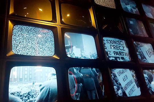 «Сегодня многие телевизионные каналы и многие передачи общественно-политические — они чисто пропагандистские»