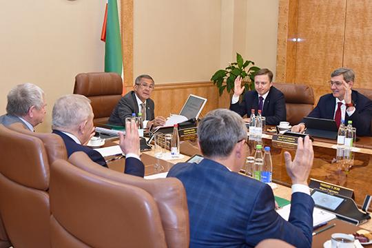 Рустама МиннихановаиРафината Яруллинапод аплодисменты переизбрали председателем совета директоров игенеральным директором «Татнефтехиминвест-холдинга» соответственно