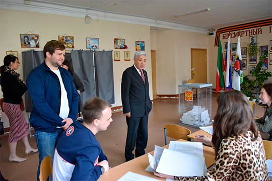Фарид Мухаметшин лично побывал натрех участках ипроверил работу счетных комиссий