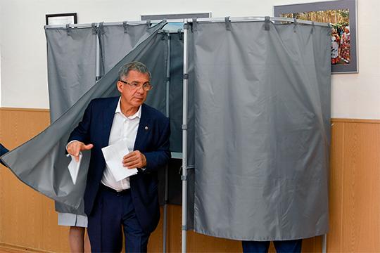 Президент РТ, который является членом высшего совета политической партии «Единая Россия», голосовал на том же участке в лицее на Жуковского, 18