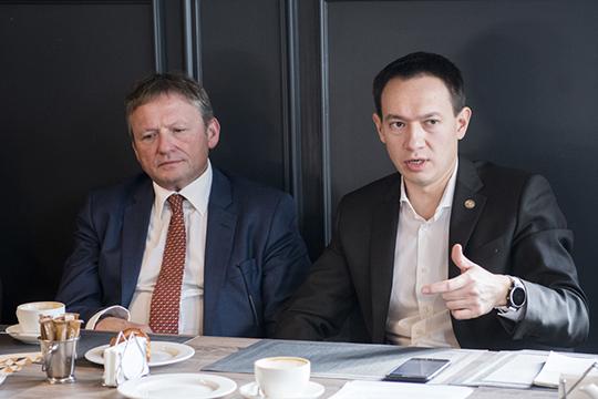 Нагуманов смог наполнить свою должность реальным влиянием, которое на порядок выше, чем, например, у Бориса Титова (слева) на федеральном уровне