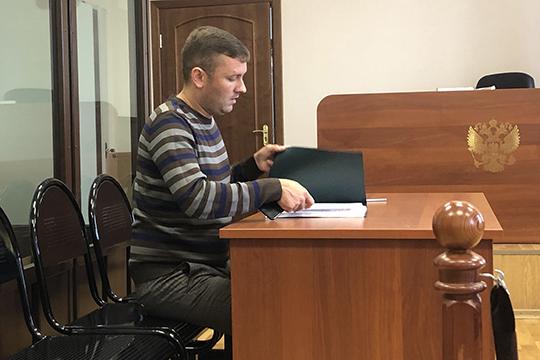 Всуде вместе соследователем компанию Миногину составили адвокат поназначениюПавел Боровков