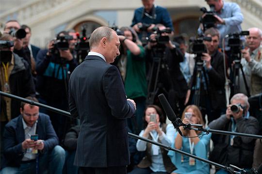 Владимир Путин всячески демонстрировал, что «ради людей» ивосстановления российско-грузинских отношений несталбы предпринимать ничего, что как-то ухудшило ибез того нерадостные связи