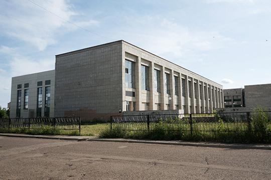 Сматеиальной точки зрения филиал КФУ сегодня иправда представляет собой печальное зрелище. Его центральное здание— это бывшее общежитие для иностранных специалистов