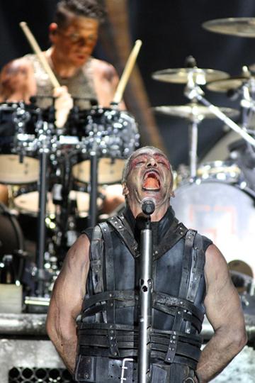 У компании NCA давние и прочные связи с Rammstein. Они не только привозили немецких звезд на «Рок над Волгой», но и организовывали, к примеру, их недавний концерт в Питере на «Газпром Арене»