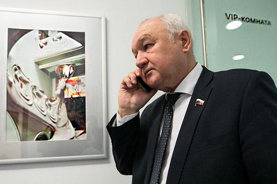 По-прежнему актуальна языковая проблематика, главный спикер здесь отТатарстана— депутат ГосдумыИльдар Гильмутдинов