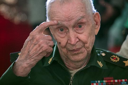 Махмут Гареев— знаменитый военный, который всвои 96 лет стал героем Книги рекордов России, как самый пожилой вистории генерал армии СССР